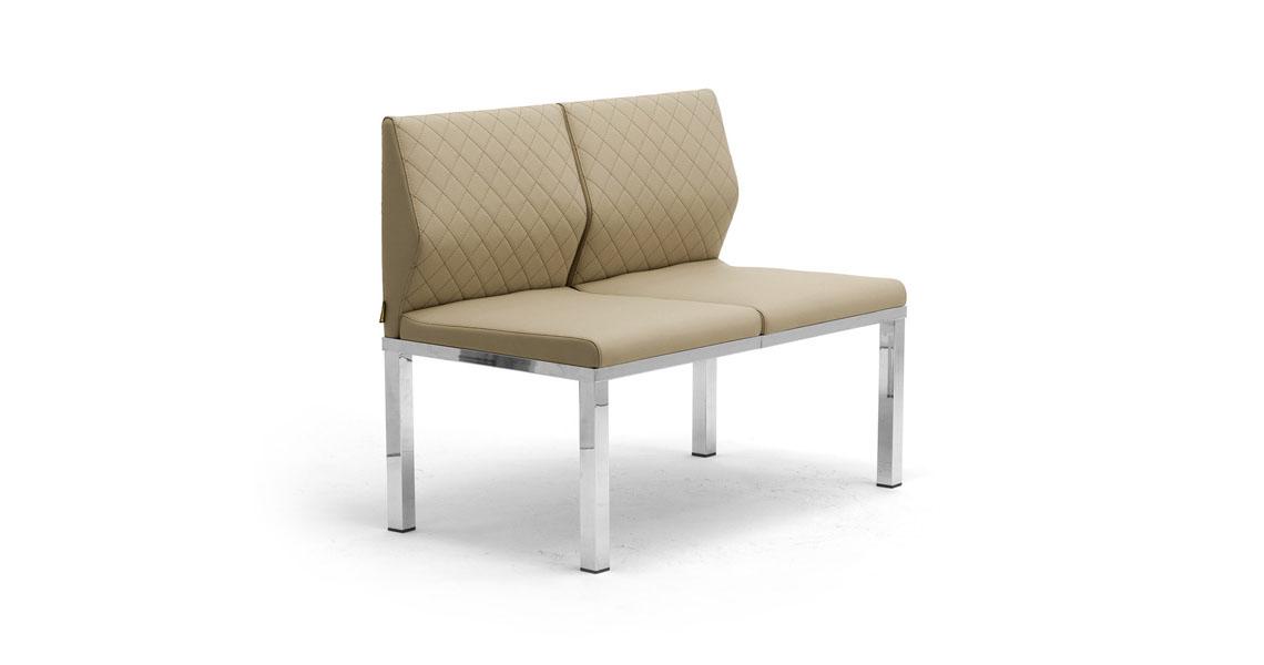 Sedie poltrone e divani per arredo atrio ingresso e for Divani d arredo